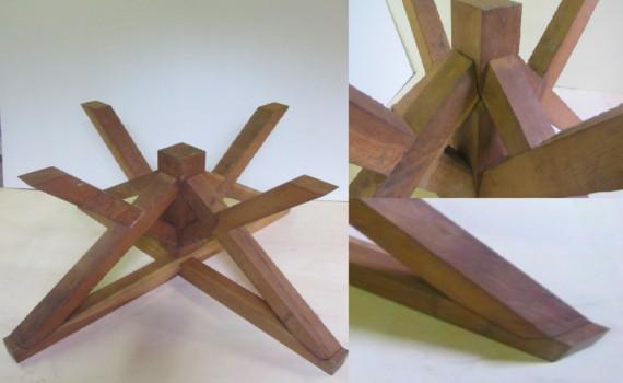 Basamento per tavolo tutto in legno massello  di Rovere , Design UNICO .  Ideale per piani circolari o rettangolari in cristallo. Prezzo € 1.000,00
